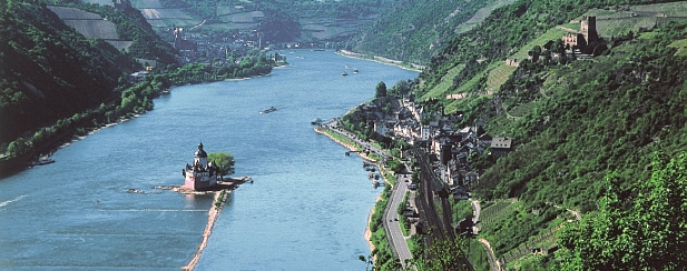 picture of the River Rhine near Kaub with castle Pfalzgrafenstein in the river and castle Gutenfels above the village of Kaub